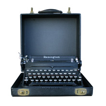 Remington Deluxe Noiseless Typewriter w/ Case C1938
